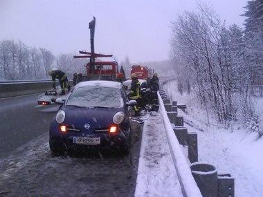 winterlicher Feuerwehreinsatz auf der S6