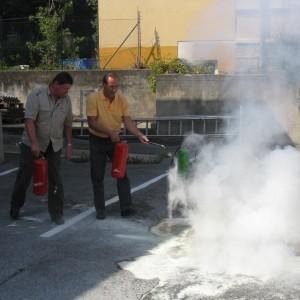 Brand Aus durch gezielten Einsatz von Handfeuerlöschern