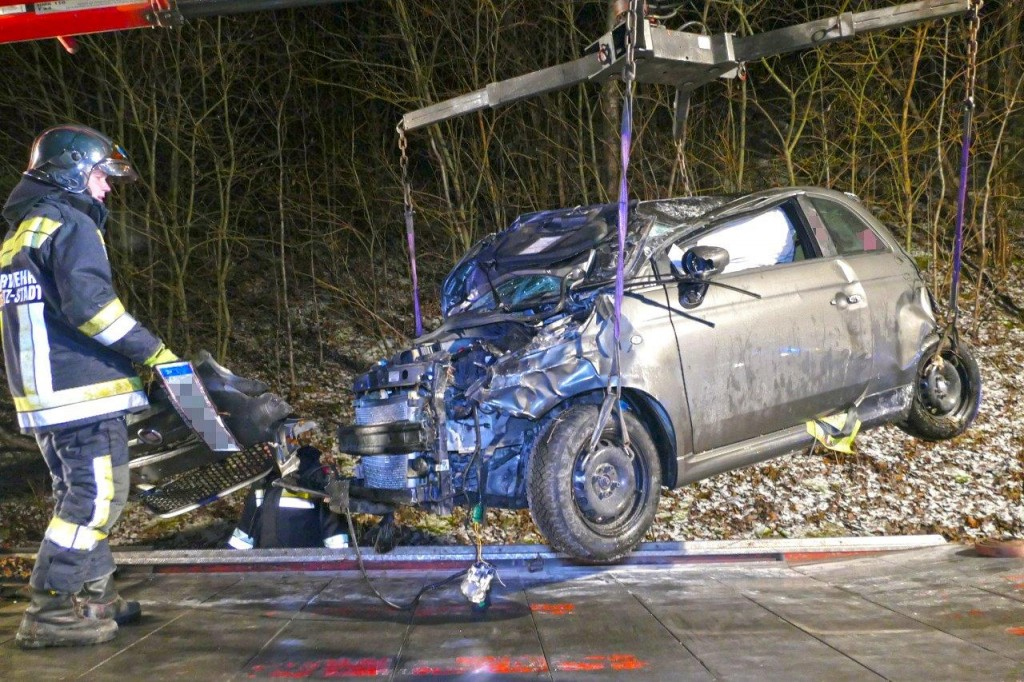 PKW Überschlag fordert 2 Verletzte