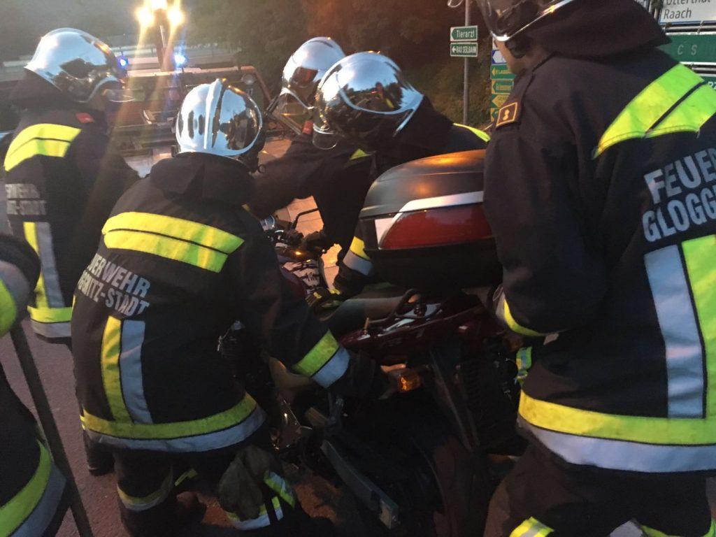 Motorrad gegen PKW fordert eine verletzte Person